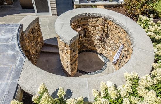 outdoor shower - Freestanding design
